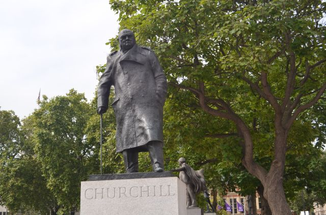 London - Churchill Statue